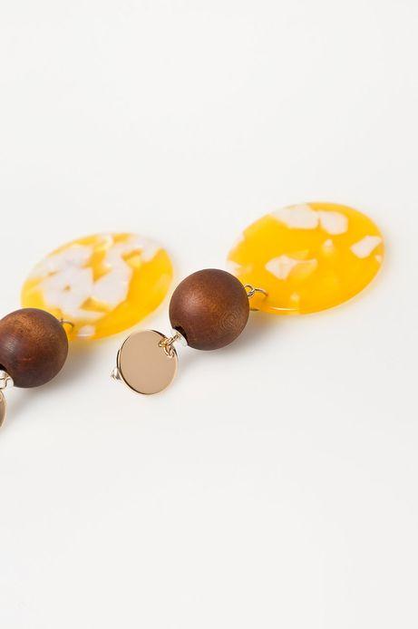 Kolczyki damskie wykonane z różnych materiałów