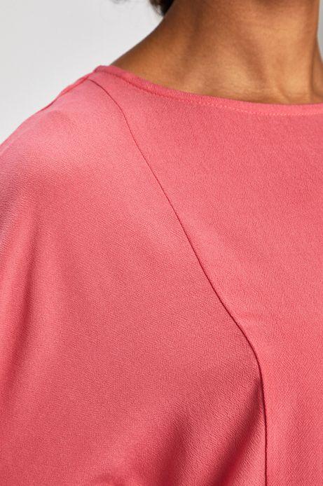 Bluzka damska z ozdobną falbanką różówa
