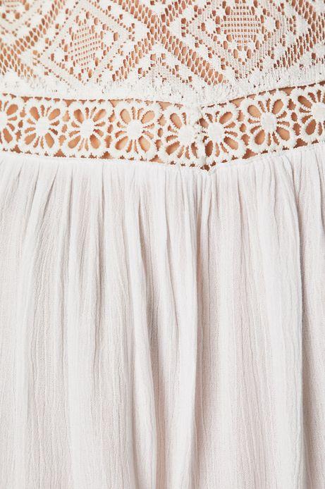 Bluzka damska z koronkowymi wstawkami biała