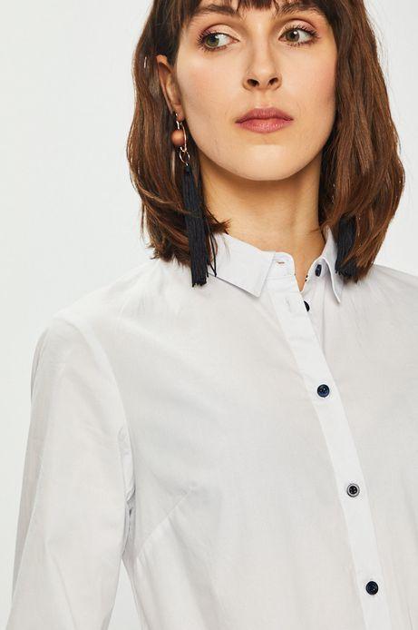 Koszula damska o prostym kroju biała