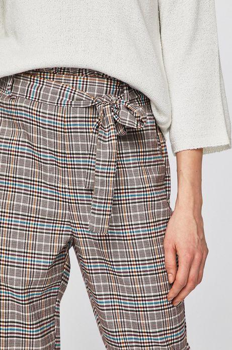 Spodnie damskie ze zwężaną nogawką w kratkę