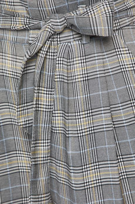 Spodnie damskie w kratkę wiązane w talii
