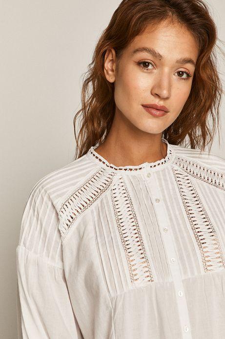Koszula damska z ażurowymi wstawkami biała