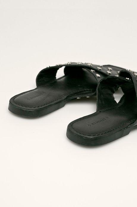 Skórzane klapki damskie z ćwiekami czarne