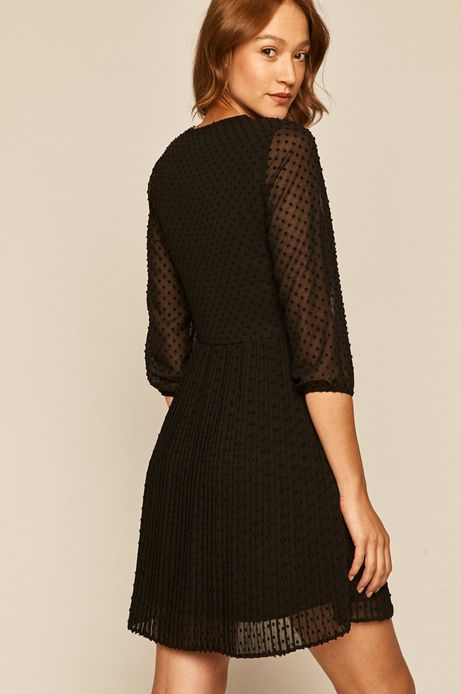 Plisowana sukienka damska z tkaniny plumeti czarna