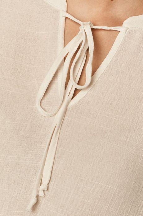 Bluzka damska z ażurowymi wstawkami biała
