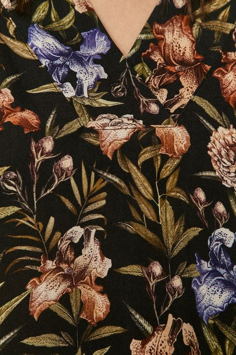Bluzka damska ze spiczastym dekoltem czarna