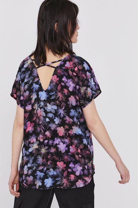 Wzorzysta bluzka damska z wiskozy ze spiczastym dekoltem czarna