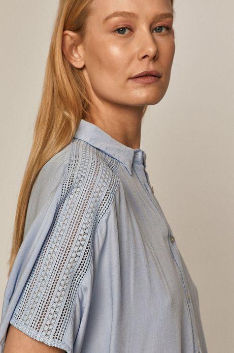 Koszula damska z ażurowym elementem niebieska