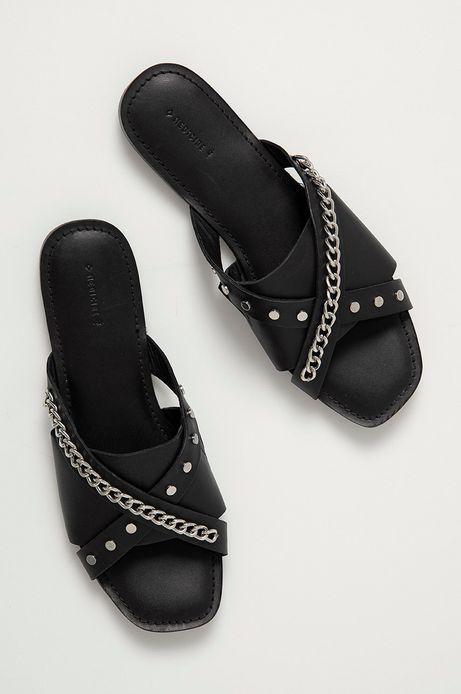 Skórzane klapki damskie z łańcuszkiem czarne