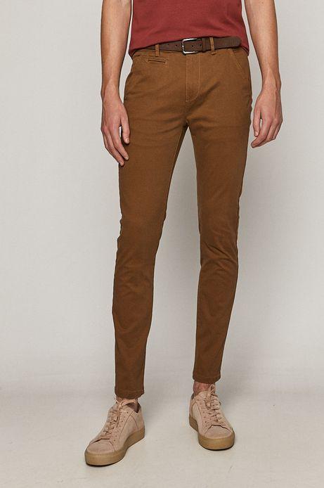 Spodnie męskie z paskiem w drobny wzór brązowe