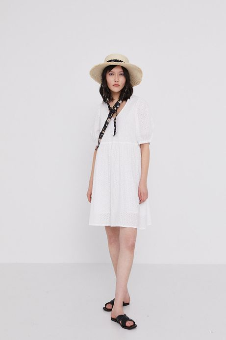 Ażurowa sukienka damska biała