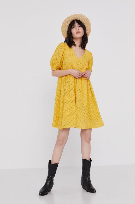 Ażurowa sukienka damska z fantazyjnym tyłem żółta