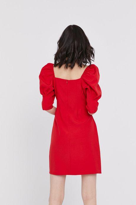 Dopasowana sukienka damska z fantazyjnym rękawem i  dekoltem w łódkę czerwona