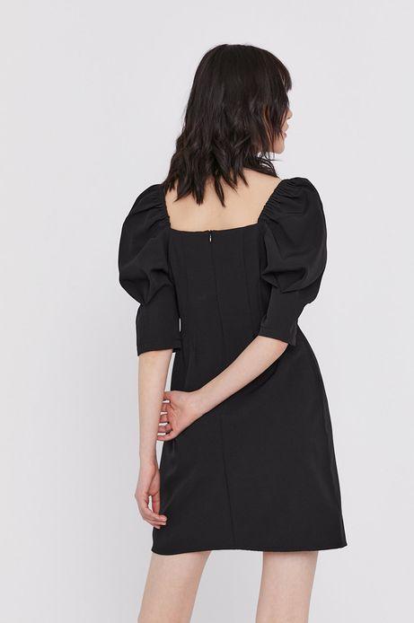Dopasowana sukienka damska z fantazyjnym rękawem i  dekoltem w łódkę czarna