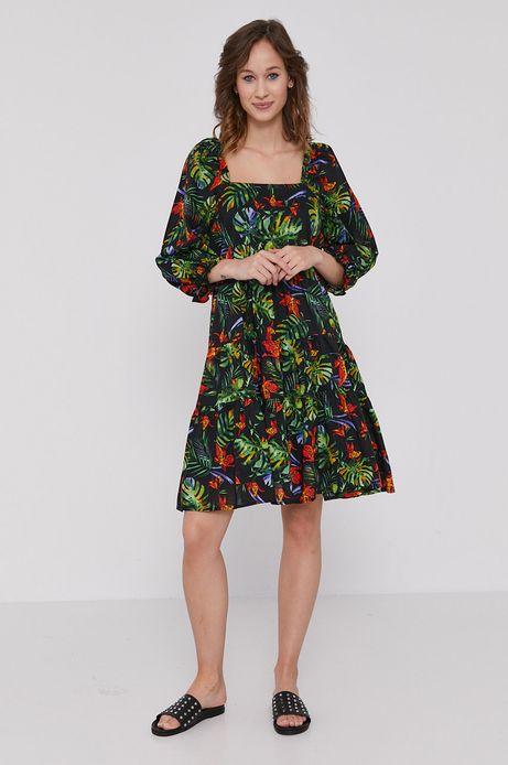 Rozkloszowana sukienka damska w tropikalny wzór czarna