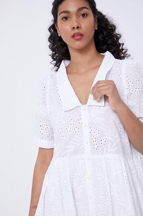 Ażurowa sukienka damska z kołnierzykiem biała