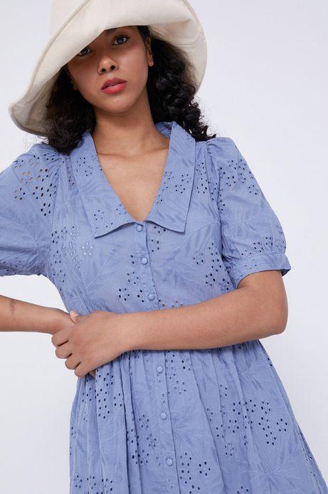 Ażurowa sukienka damska z kołnierzykiem niebieska
