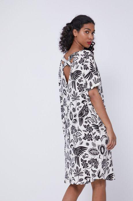Sukienka damska z domieszką lnu z ozdobnym detalem na plecach beżowa