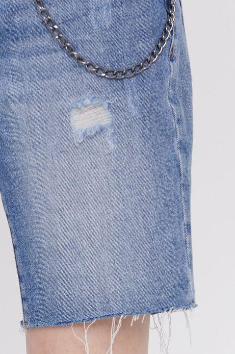 Jeansowe szorty damskie z ozdobnymi wystrzępieniami niebieskie