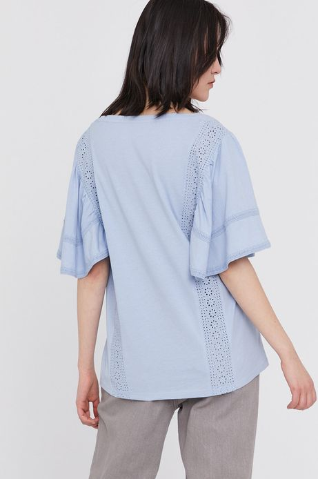 T-shirt damski z bawełny organicznej z ażurowymi wstawkami niebieski