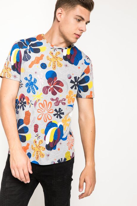 T-shirt by Karol Banach szary