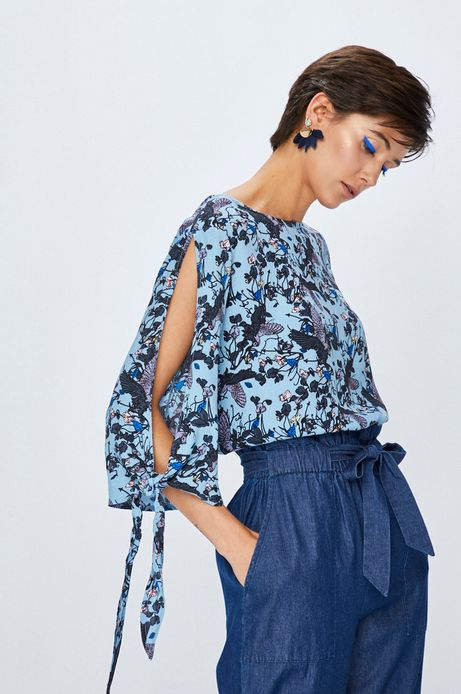 Bluzka damska niebieska we wzory z wiązaniem