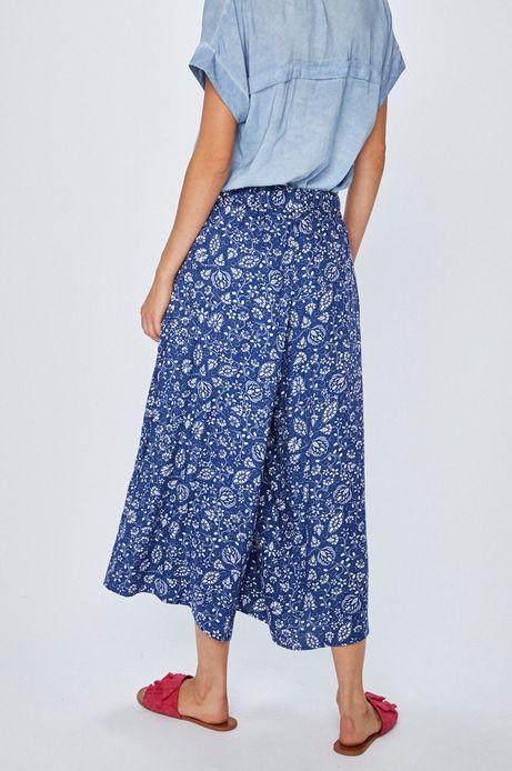 Spodnie damskie luźne niebieskie we wzorki