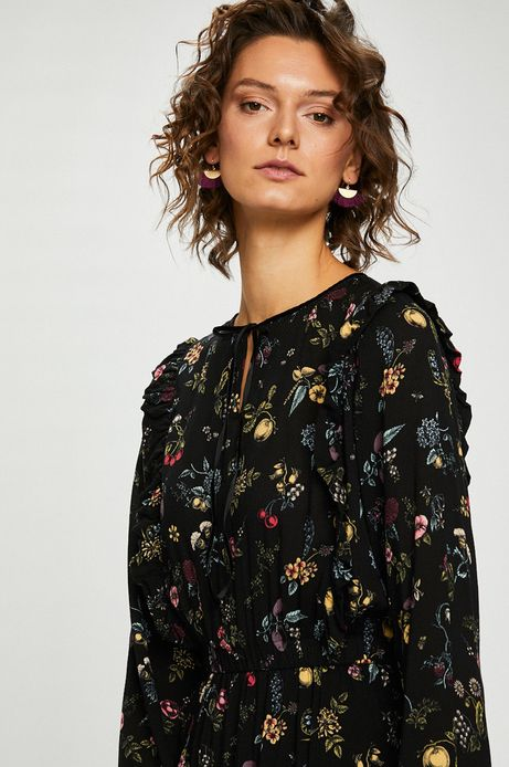 Sukienka w kwiaty z długim rękawem
