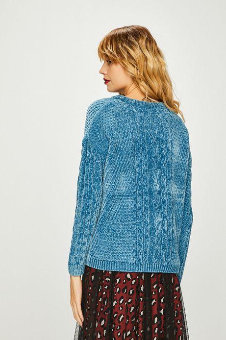 Sweter damski niebieski z warkoczowym splotem