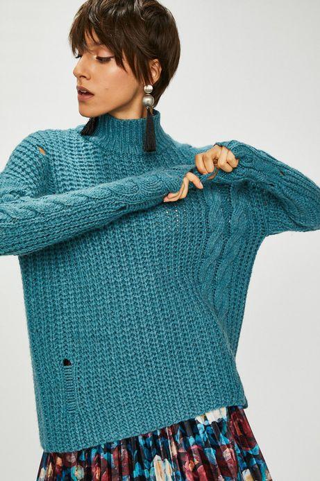 Sweter damski niebieski ze wzorem strukturalnym