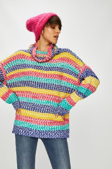 Sweter damski kremowy wzorzysty z golfem
