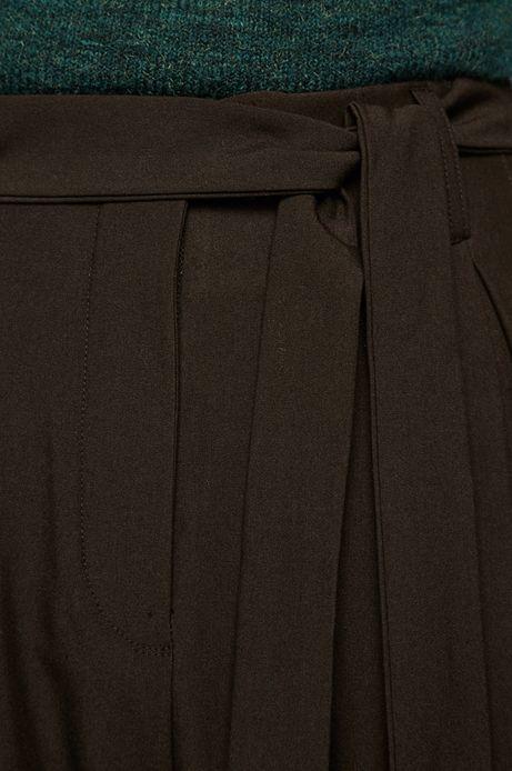 Spodnie damskie z luźnymi nogawkami czarne