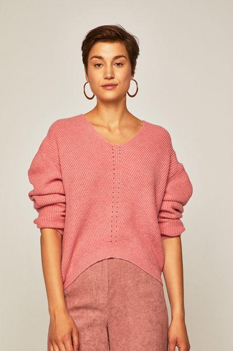 Sweter damski o obniżonej linii ramion różowy