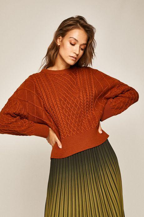 Sweter damski z warkoczowym splotem brązowy