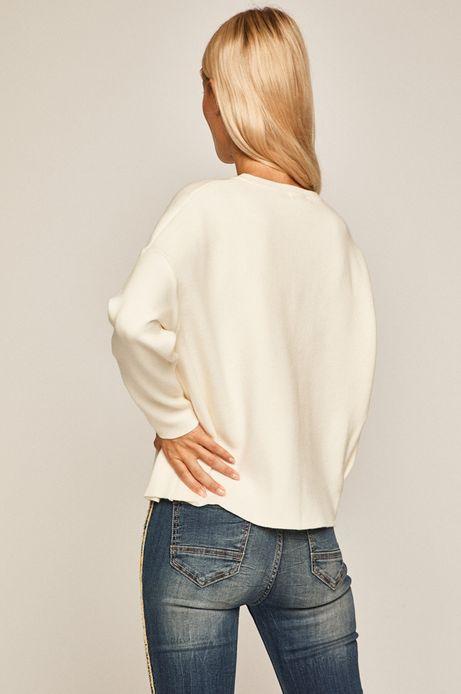 Sweter damski z obniżoną linią ramion kremowy
