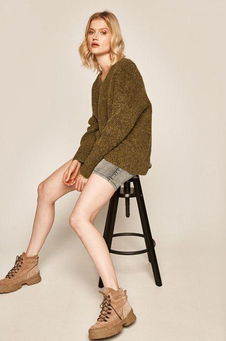 Sweter damski ze spiczastym dekoltem zielony