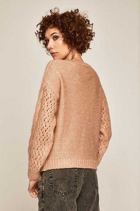 Sweter damski z ozdobnymi detalami różowy