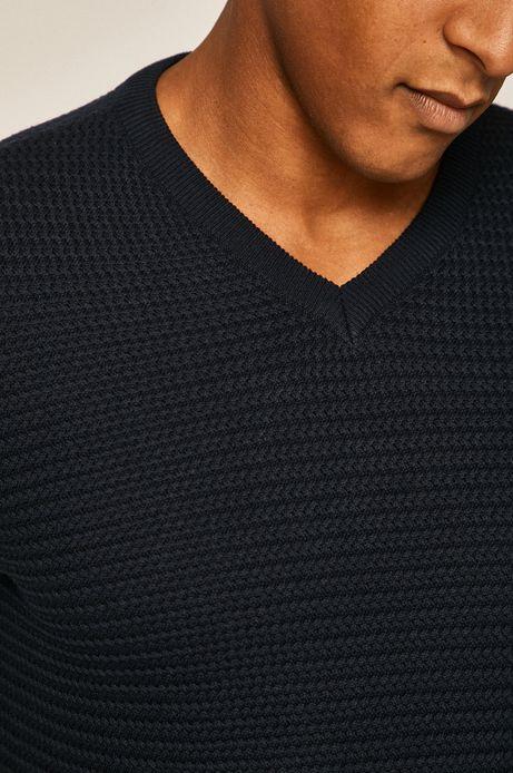 Sweter męski ze spiczastym dekoltem granatowy