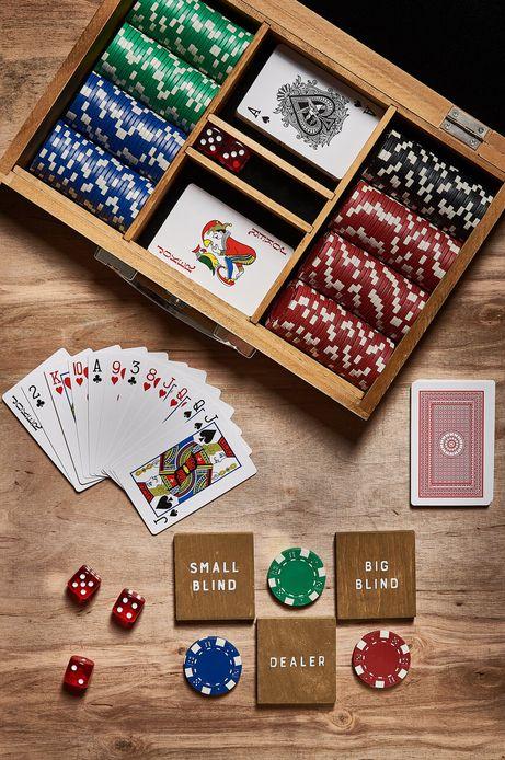 Gra poker w drewnianym pudełku