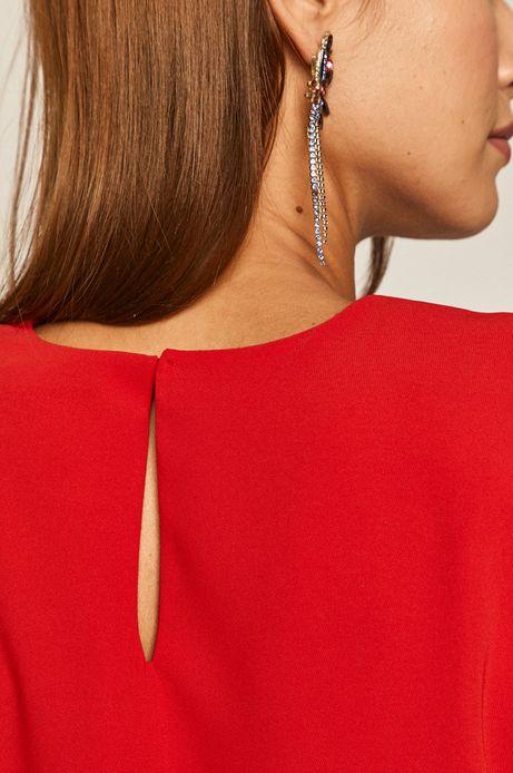 Sukienka damska o prostym kroju z poduszkami na ramionach czerwona