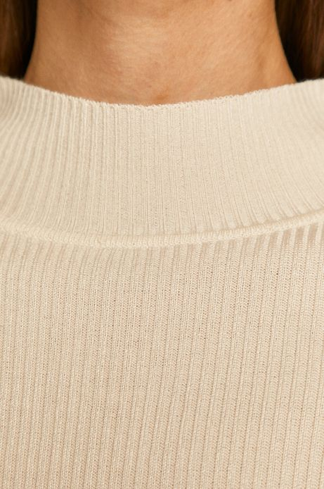 Sweter damski z półgolfem z gładkiej dzianiny kremowy