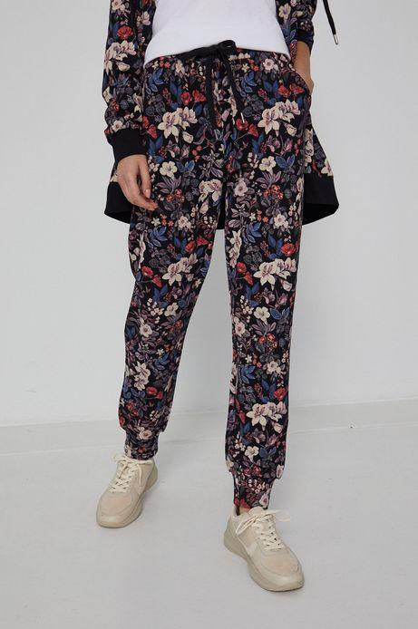 Spodnie damskie dresowe w kwiaty