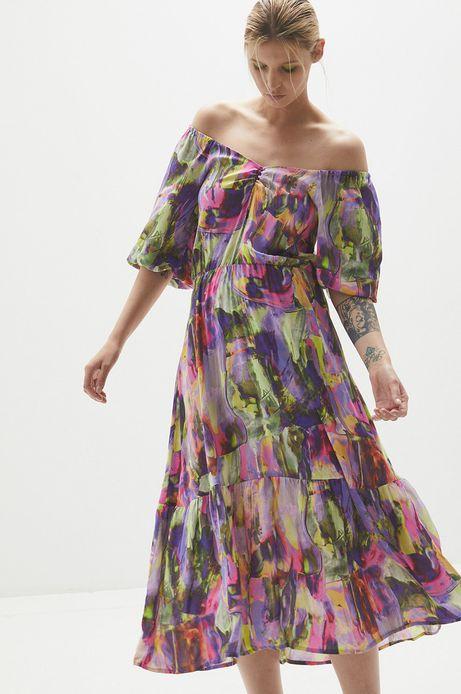 Wzorzysta sukienka damska z falbankami