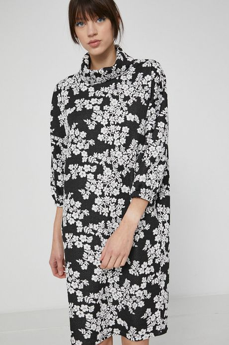 Sukienka z półgolfem czarna