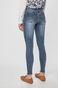 Jeansy damskie z wystrzępionymi nogawkami niebieskie