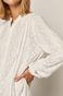 Koszula damska z ozdobnymi haftami kremowa