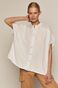 Koszula damska z ażurowym elementem biała