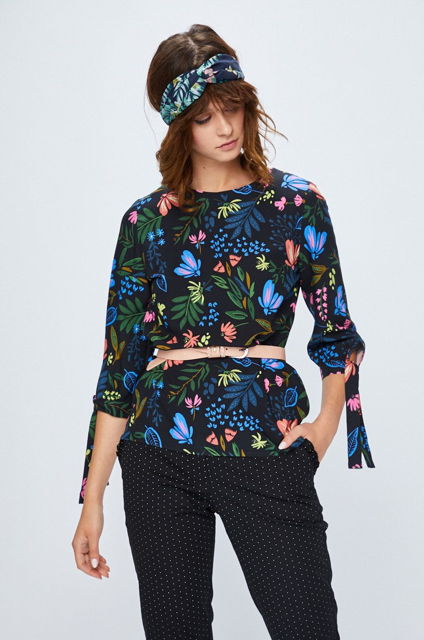 fe67cbd2fe5e Koszula damska czarna w kwiaty z wiązaniem